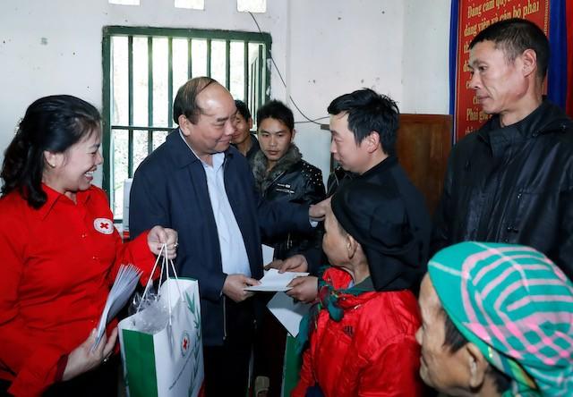 Thủ tướng thăm đồng bào địa bàn '4 khó' của đất nước