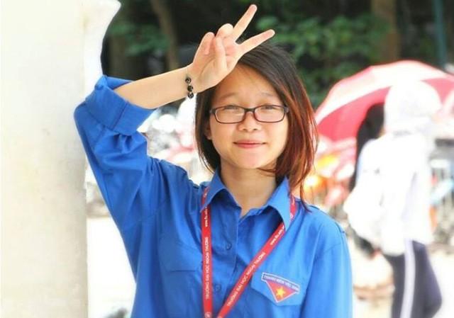 Đảng viên trẻ Nguyễn Hà Thu, Ủy viên BCH Đoàn trường, Phó Bí thư Chi đoàn Anh 3 chuyên ngành Kinh tế đối ngoại, Khoa Kinh tế và Kinh doanh quốc tế Trường Đại học Ngoại thương