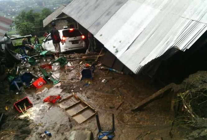 Hiện trường vụ lở đất tại đảo Bali (Indonesia).