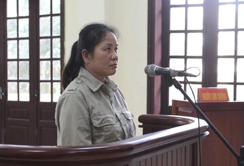 Bị cáo Mai ra tòa lĩnh án. Ảnh: Minh Thảo