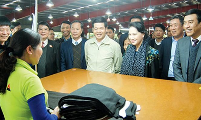 Chủ tịch Quốc hội Nguyễn Thị Kim Ngân làm việc với DN ở Thái Bình