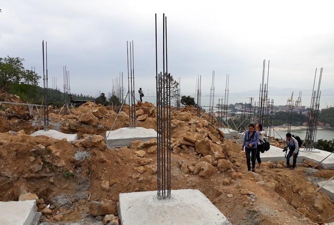 40 nền móng và trụ các biệt thự xây không phép tại bán đảo Sơn Trà. Ảnh: Nguyễn Thành