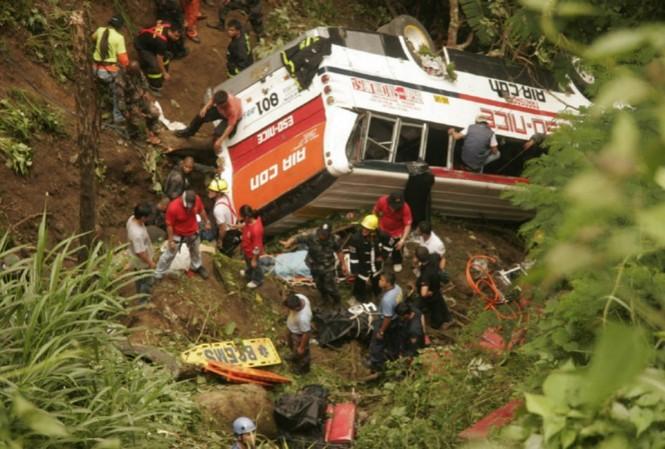 Một vụ tai nạn tương tự xảy ra cách đây đúng 7 năm, vào ngày 18/4/2010 ở vùng núi phía Bắc Philippines. Ảnh: AP