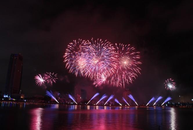 Trong thời gian chuẩn bị và trình diễn pháo hoa quốc tế Đà Nẵng, cảng sông Hàn sẽ tạm ngừng hoạt động. Ảnh: Thanh Trần.