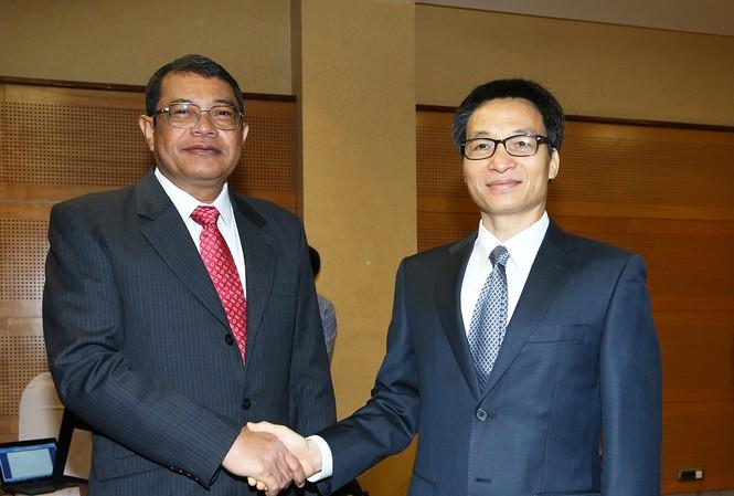 Phó Thủ tướng Vũ Đức Đam và Phó Thủ tướng Campuchia Ke Kim Yan. Ảnh: VGP/Đình Nam