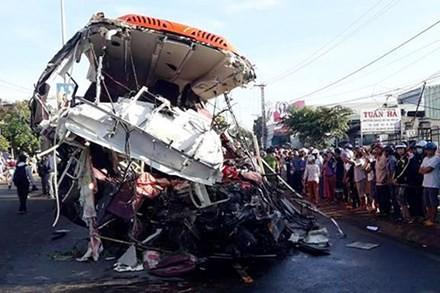 Hiện trường vụ tai nạn tại Gia Lai làm 13 người chết, 33 người bị thương hôm 7/5.