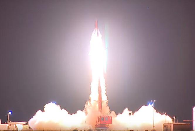 Tên lửa siêu thanh rời bệ phóng. Ảnh cắt từ video