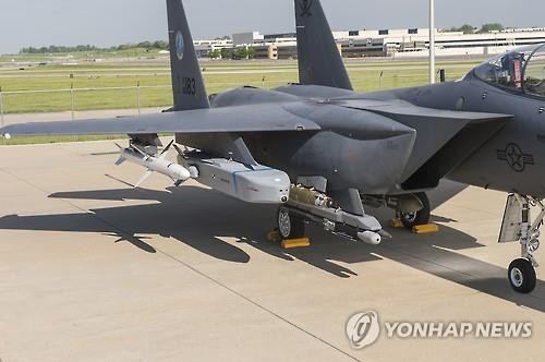 Tên lửa Taurus được gắn dưới cánh máy bay chiến đấu. Ảnh: Yonhap