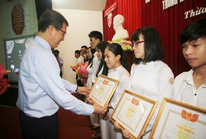 Nhiều tân thủ khoa, tài năng sinh viên của Đại học Huế được tuyên dương, khen thưởng đợt này.