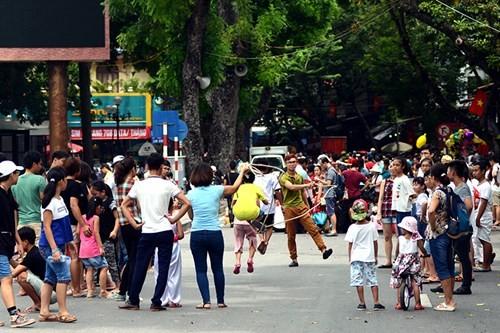 Thành phố Hà Nội yêu cầu quận Hoàn Kiếm tiếp tục chấn chỉnh hoạt động phố đi bộ hồ Hoàn Kiếm và vùng phụ cận