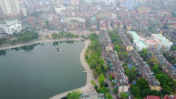 Hồ Thành Công nằm cạnh khu khu tập thể Thành Công. Ảnh Mạnh Thắng