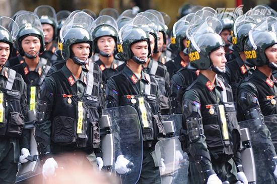 700 cảnh sát cơ động bảo vệ trận bán kết AFF Cup ở Mỹ Đình