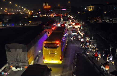 Cao tốc Pháp Vân - Cầu Giẽ ùn ứ hơn 10km