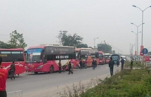 70 xe khách kéo đoàn trên cao tốc phản đối việc phân luồng