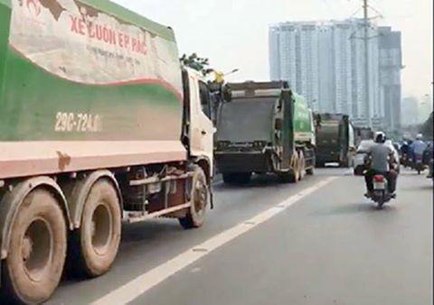 Hình ảnh xe chở rác rồng rắn cướp làn buýt nhanh BRT ngày 11/4.