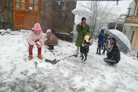 """Tuyết rơi là """"đặc sản du lịch"""" của Sa Pa. Ảnh: Dân Trí."""