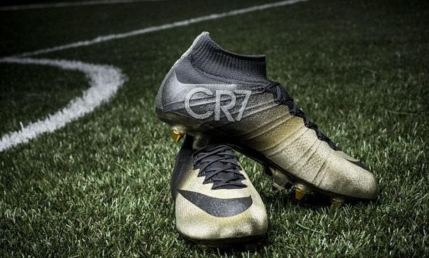Màu chủ đạo của đôi giày này là vàng nhưng trên logo CR7 ở mắt cá chân được gắn bằng những hạt kim cương nhỏ.