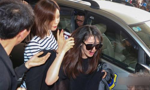 Vụ việc Jiyeon (T-ara) bị fan cuồng giật tóc tại sân bay Tân Sơn Nhất gây chấn động giới truyền thông trong nước lẫn Hàn Quốc những ngày qua.