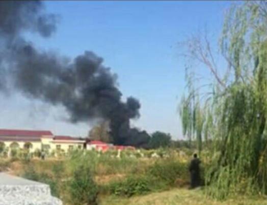 Bức ảnh lan truyền trên mạng được cho là máy bay J-10 của Không quân Trung Quốc bị rơi và bốc cháy nghi ngút. (Ảnh: Alert5)