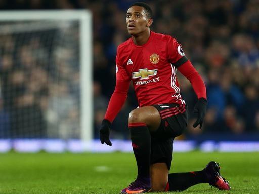 HLV Mourinho không cho phép Martial ra đi