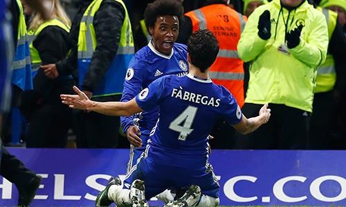 Fabregas ghi dấu ấn đậm nét lên chiến thắng của Chelsea với hai pha kiến tạo thành bàn. Ảnh: Reuters.