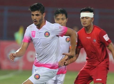Sài Gòn FC (áo trắng) bất ngờ quật ngã Hải Phòng ngay tại Lạch Tray. Ảnh: Zing