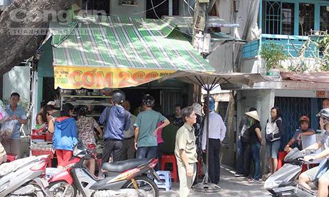 Cháy quán cơm ở Sài Gòn, khách hoảng loạn tháo chạy