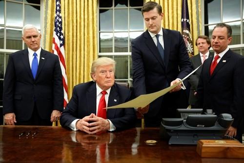 Tổng thống Donald Trump tại Phòng Bầu dục, Nhà Trắng. Ảnh: Reuters.