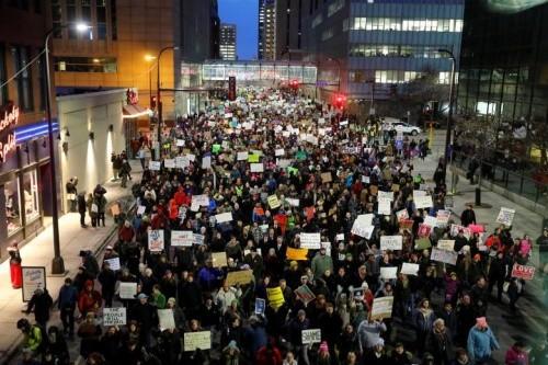 Biểu tình phản đối sắc lệnh của Trump tại thành phố Minneapolis, bang Minnesota hôm 31/1. Ảnh: Reuters