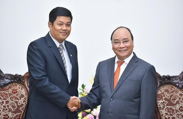 Thủ tướng Chính phủ Nguyễn Xuân Phúc và Đại sứ Myanmar Kyaw Soe Win.