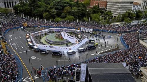 Quảng trường Cibeles là nơi tụ họp mỗi khi ăn mừng của CĐV Real.
