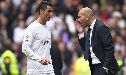 Zidane thuyết phục Ronalo ở lại Real