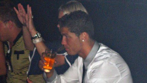 Nếu cập bến Fortuna Cologne, Ronaldo sẽ được uống bia suốt đời
