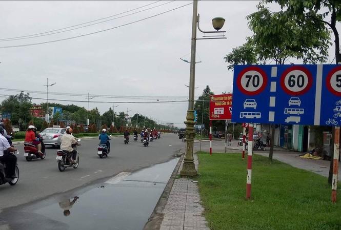 Bảng báo tốc độ tối đa khu vực gần cầu Bình Thủy 2, đường Võ Văn Kiệt