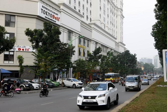 Việc phê duyệt hàng loạt nhà cao tầng nội đô Hà Nội là một trong những nguyên nhân gây ùn tắc giao thông