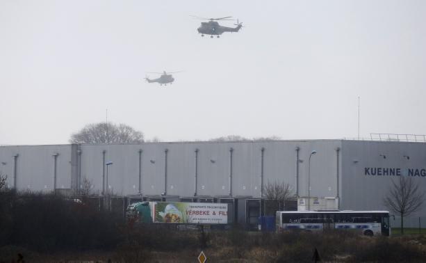 Máy bay quần thảo khu vực Dammartin-en-Goel. Ảnh: Reuters