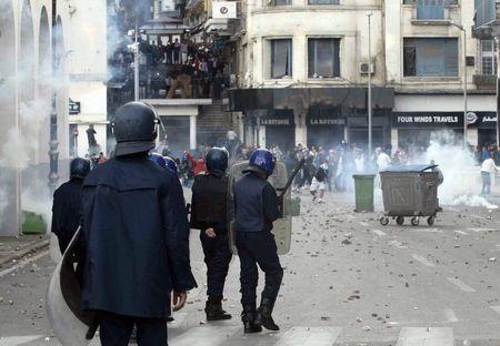 Cảnh sát đụng độ người biểu tình ở Algeria