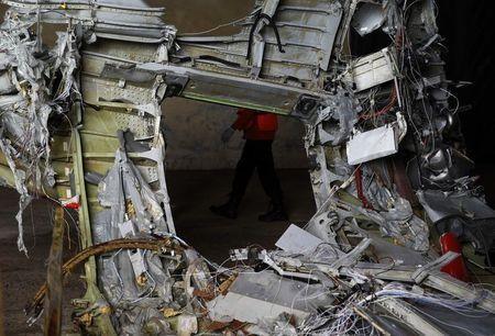 Phần thân máy bay AirAsia được trục vớt