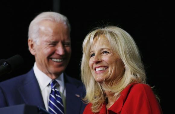 Phó Tổng thống Biden cùng phu nhân.