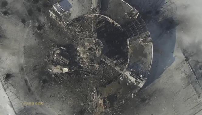 Sân bay Donetsk bị đạn pháo phá hủy.