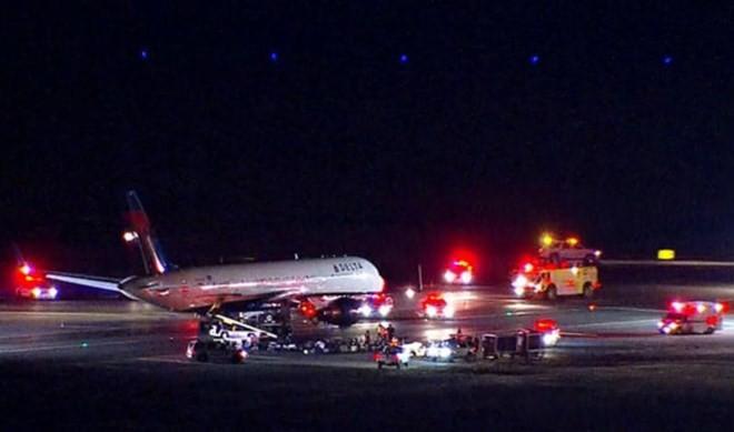 Sân bay Kenedy sơ tán hành khách sau thông báo đe dọa đánh bom