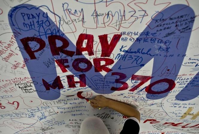 Thân nhân hành khách MH370 yêu cầu bằng chứng xác đáng