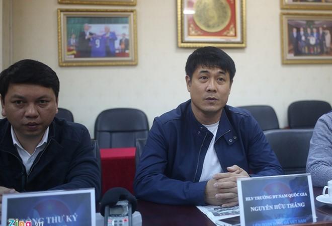 HLV Hữu Thắng sẽ tiếp tục nắm đội tuyển Việt Nam tới năm 2017.