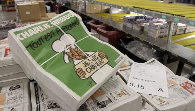 """Charlie Hebdo ngay sau khi ra rạp đã """"cháy hàng"""" tại Pháp (Ảnh: Time)"""