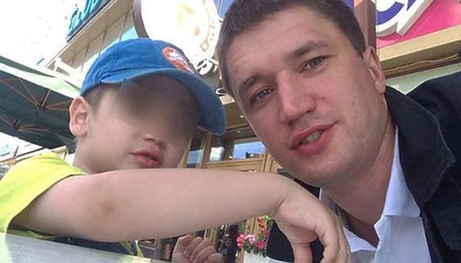 Hai cha con anh Mikhail (Ảnh: Mirror)