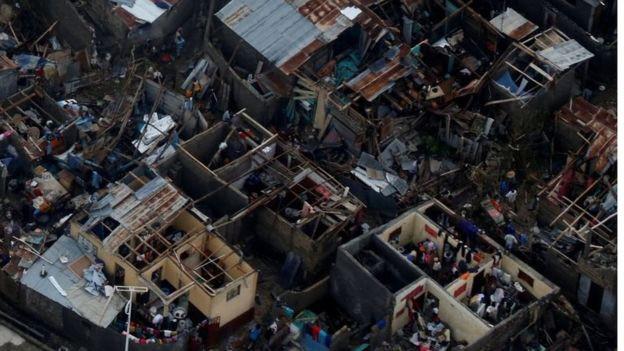 Cảnh tượng đổ nát sau bão ở Haiti nhìn từ trên cao.