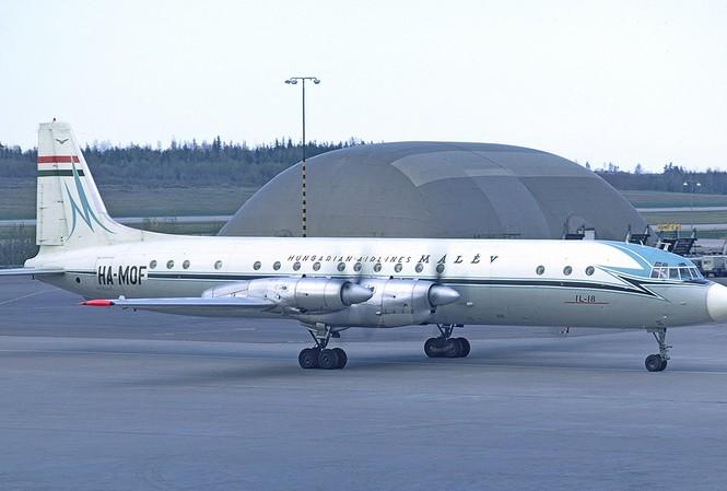 Hình minh họa một chiếc Il-18