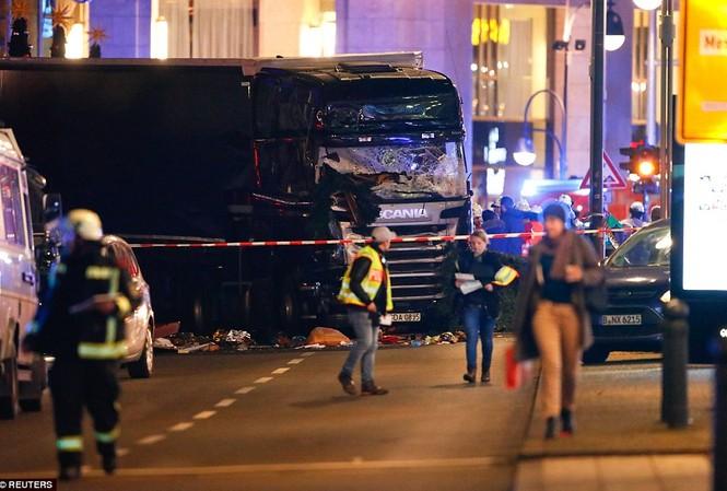 Hiện trường vụ khủng bố chợ Giáng sinh ở Berlin, Đức hôm 19/12. Ảnh: RT