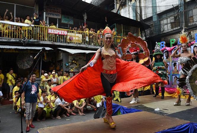 Cuộc thi có sự tham gia của 11 người đồng tính và 1 người chuyển giới.