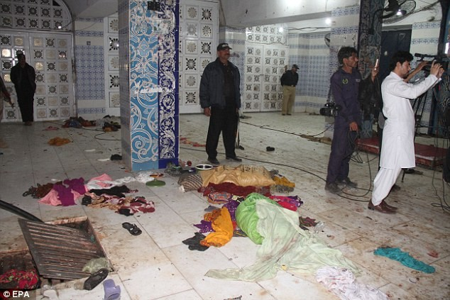 Hiện trường vụ đánh bom kinh hoàng trong đền thờ Lal Shahbaz Qalandar ở thành phố Sehwan Sharif, Pakistan,